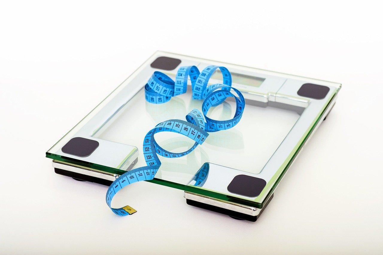 Kalkulator prawidłowej wagi – co to jest i do czego może się przydać?