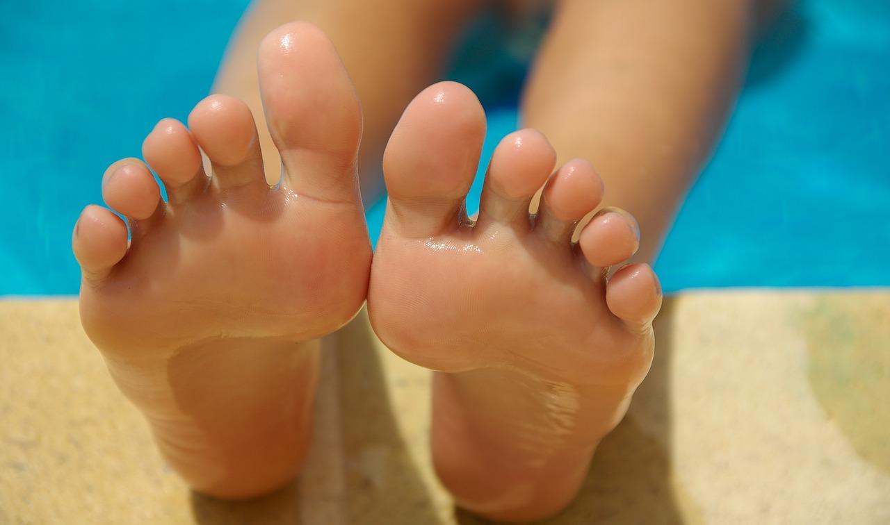 Jakie choroby objawiają się mrowieniem stóp?